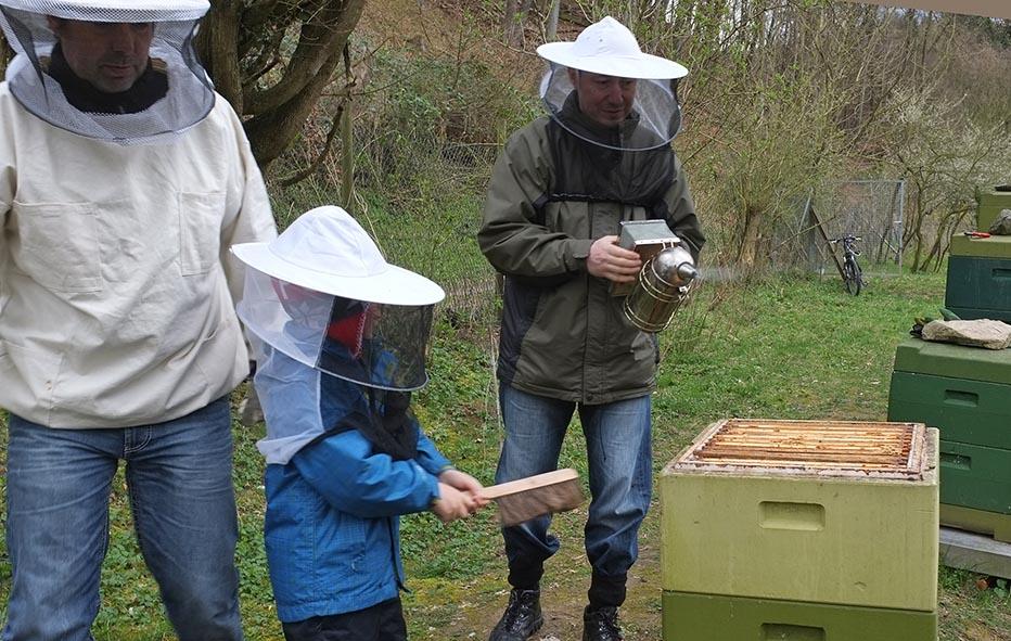 Frank Arne und Reinhard am Bienenstand auf den Etzwiesen 2
