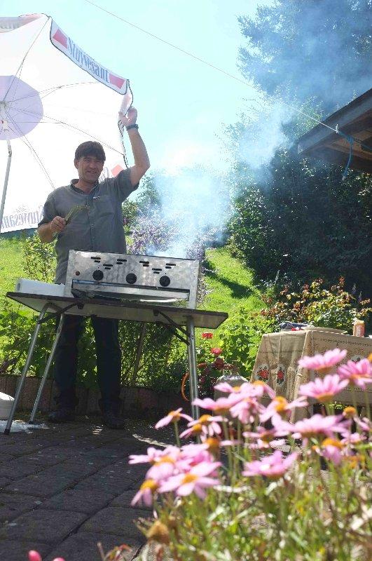Jörg am Grill 1