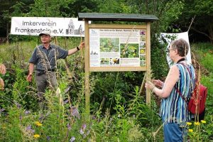 Bienenweide-Einweihung-der-Tafel-2a-10x15s